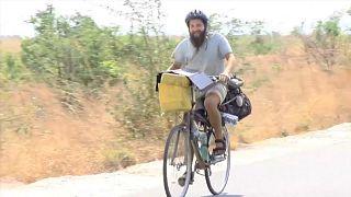"""Un ciclista griego que recorre el mundo: """"En Colombia decidí que no importaba el tiempo"""""""
