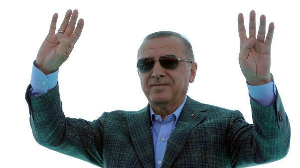 أردوغان يقول إن تركيا ستنفذ عملية عسكرية في شمال سوريا