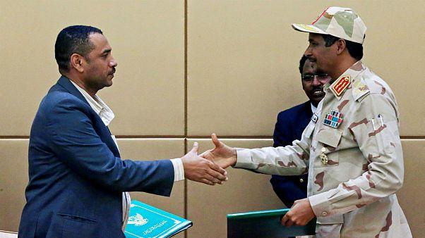 سودان؛ امضای اولیۀ سند قانون اساسی و توافق بر سر شکل دولت انتقالی