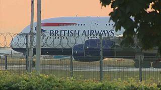 Greve no aeroporto de Heathrow suspensa