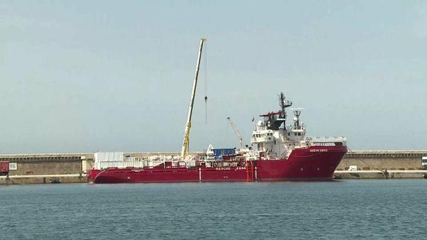 """L'""""Ocean Viking"""" navigue vers sa première mission de sauvetage"""