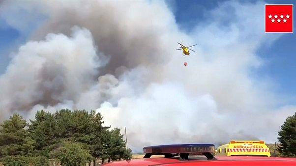 Dos fuegos amenazan el Parque Nacional de la Sierra de Guadarrama en España