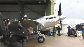 Mit der Spitfire um die Welt