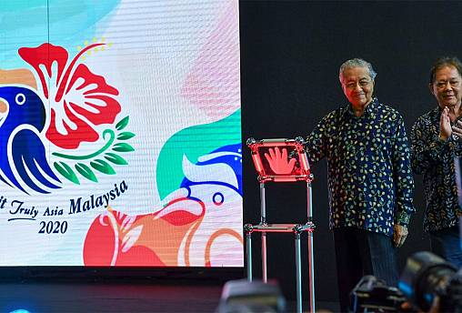 Left: Tun Dr. Mahathir Mohamad, Prime Minister of Malaysia; Right: YB Datuk Mohamaddin bin Ketapi, Minister of Tourism, Arts and Culture Malaysia