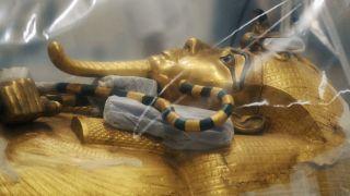 Le sarcophage de Toutânkhamon révélé au grand jour pour être restauré