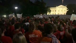أمهات أمريكيات يحتشدن أمام البيت الأبيض للمطالبة بإصلاح قوانين حيازة السلاح