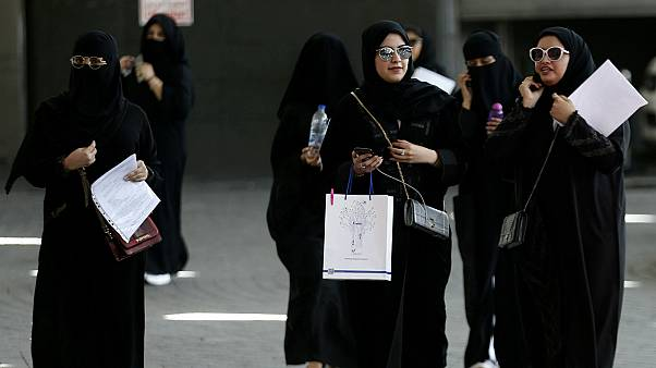 رغم الإصلاحات.. حقوق المرأة السعودية لا تزال تواجه العُرف