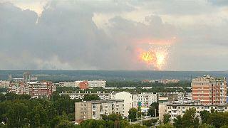 Incêndio em depósito de armas na Sibéria provoca série de explosões