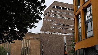 Acidente na Tate Modern: jovem responsável acusado de tentativa de homicídio