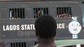 شاهد: الشرطة النيجيرية تقمع محتجين طالبوا بالديمقراطية