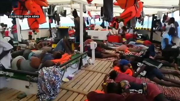 """المهاجرون عالقون على متن سفينة الإنقاذ """"أوبن آرمز"""" منذ خمسة أيام في البحر الأبيض المتوسط"""
