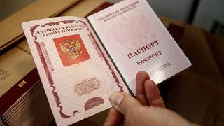 Эстония отказалась признавать паспорта РФ, выданные жителям Донбасса