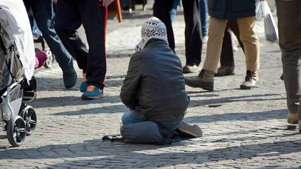 Una ciudad sueca pide el pago de una licencia de 23 euros para mendigar en sus calles
