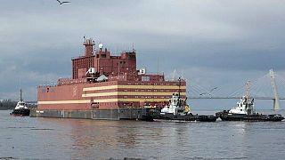 نخستین نیروگاه هستهای شناور جهان به زودی راهی آبهای روسیه میشود