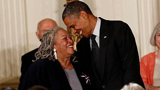 مراسم اهداء مدال آزادی از سوی باراک اوباما، رئیس جمهوری سابق آمریکا به خانم موریسون در سال ۲۰۱۲ میلادی
