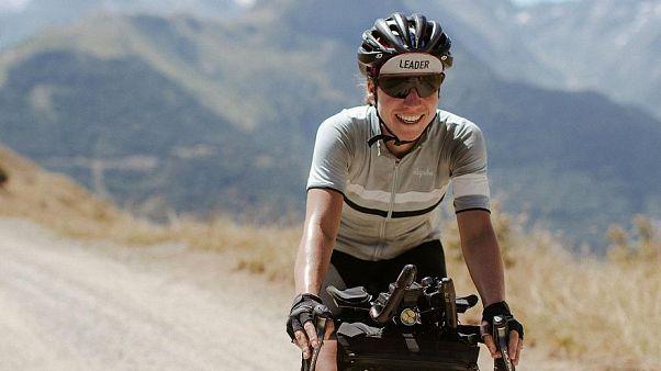Deutsche Frau gewinnt 4.000-Kilometer-Radrennen weil sie auf der Straße schlief