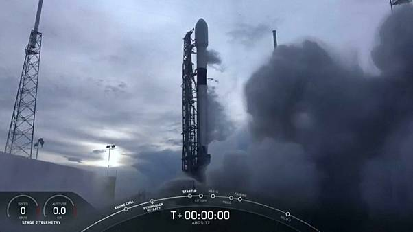SpaceX bringt Kommunikationssatelliten ins All