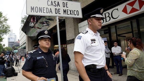 Meksika: Darphaneyi basan silahlı soyguncular açık bırakılan kasadaki altınları çaldı