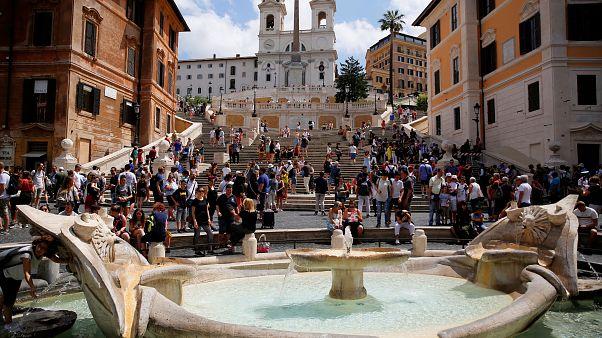 Αν πάτε στη Ρώμη μην καθίσετε στα σκαλοπάτια της Trinità dei Monti