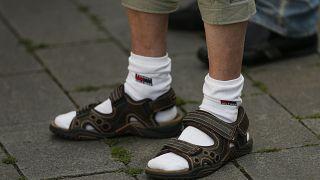 Σανδάλια με κάλτσες - Πόσο γερμανική είναι η τάση και πόσο πραγματικά κακόγουστη;