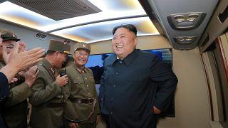 Lopott pénzből fegyverkezik Észak-Korea