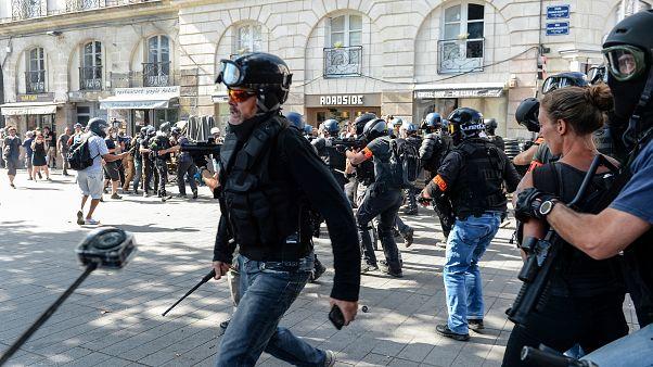 انتشارتصاویر بازداشت یک مرد ۵۱ ساله در شهر نانت فرانسه خشم کاربران شبکههای اجتماعی را برانگیخت