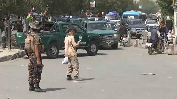 Afganisztán: autóba rejtett bomba robbant a fővárosban