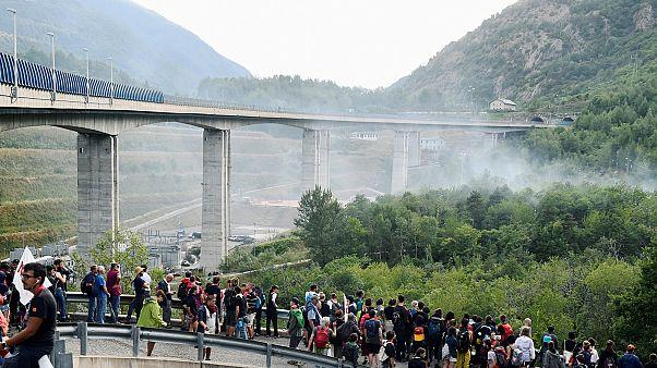 """TGV """"colide"""" com a unidade do governo italiano"""