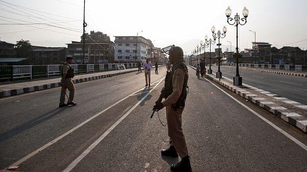 Le Cachemire indien bâillonné, le Pakistan s'oppose au décret de New Delhi