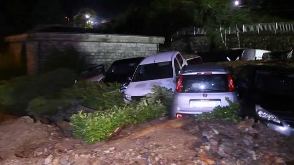 Norditalien: Autos durch Erdrutsch verschüttet