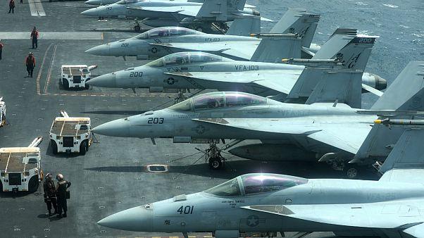 جنگنده های آمریکایی بر روی ناو آبراهام لینکن در