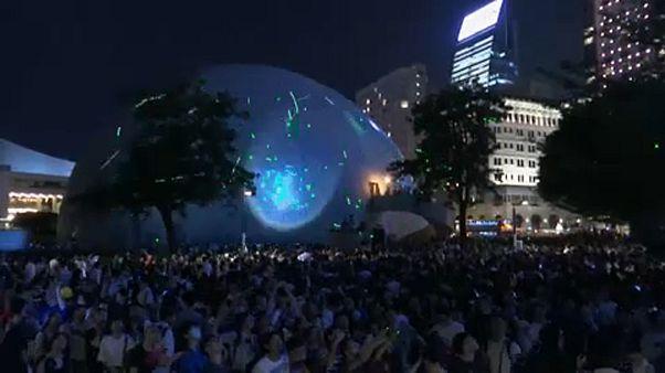 Látványos lézer fényjáték demonstráció Hongkongban