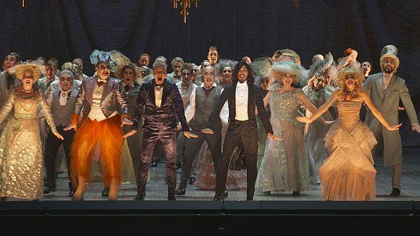 """El 'Orfeo en los infiernos' de Kosky: """"pirotecnia visual y vocal"""" en el festival de Salzburgo"""