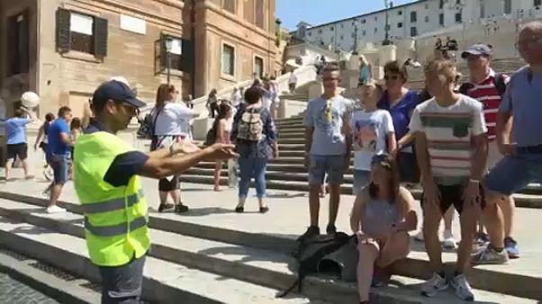 Tilos üldögélni a Spanyol-lépcsőn