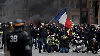 Полицейское насилие: как разгоняют митинги в Европе?