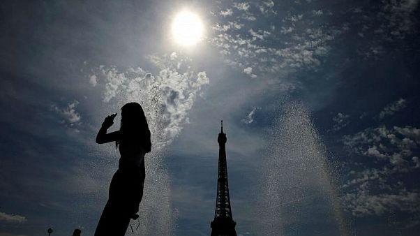 صدور ۷۰۰ مورد جریمه در فرانسه در یکسال برای مقابله با آزار زنان