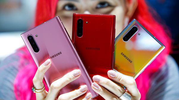 """سامسونغ تشعل فتيل حرب الهواتف الذكية بهاتفها الجديد """"نوت 10"""""""