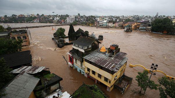 مقتل العشرات وتشريد الآلاف جراء الفيضانات في الهند