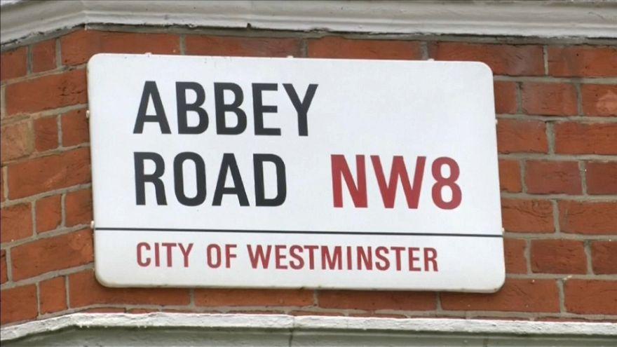"""Beatles: la foto-copertina di """"Abbey Road"""" compie 50 anni"""