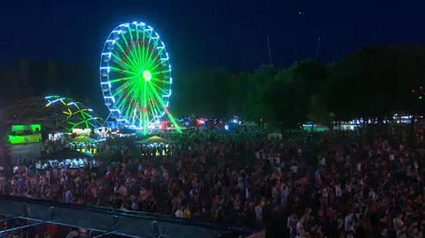95 ezres tömeg, kisebb pánik a Sziget első napján