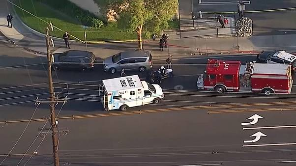 سيارات إسعاف وشرطة في مكان الهجوم