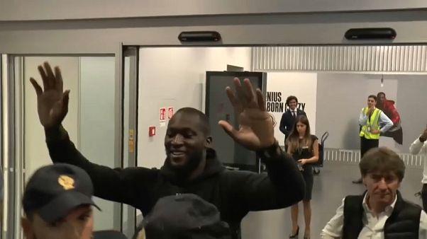 Lukaku recebido por adeptos do Inter em delírio