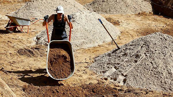 Şantiyede çalışan kadın işçi