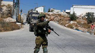 جندي إسرائيلي بالقرب من بلدة بيت فجار في الضفة