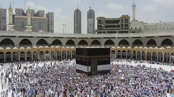 الرياض تطلب من الحجاج التركيز على الشعائر الدينية وترك الخلافات جانبا