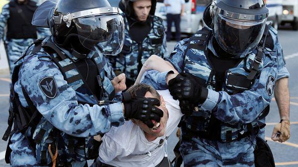 «Цель полиции - запугать»: координатор «ОВД-Инфо» - об акциях протеста