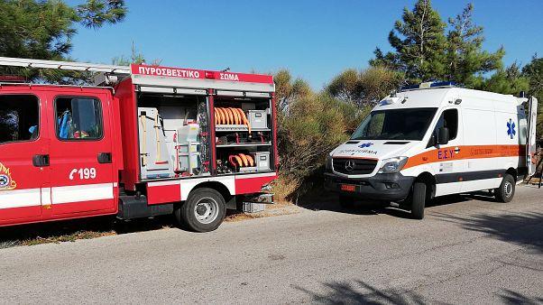 Πυροσβεστικό όχημα και ασθενοφόρο στην περιοχή Κεραμέ της Ικαρίας