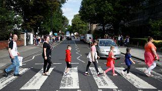 """50 anni fa i Beatles attraversavano """"Abbey Road"""""""