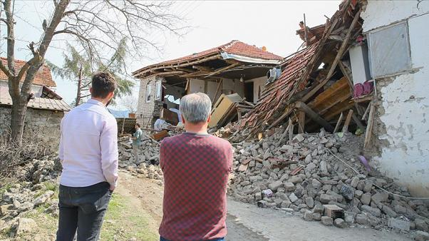Ege Bölgesi'nde yaşanan depremler ne anlama geliyor? Uzman Bülent Özmen değerlendirdi