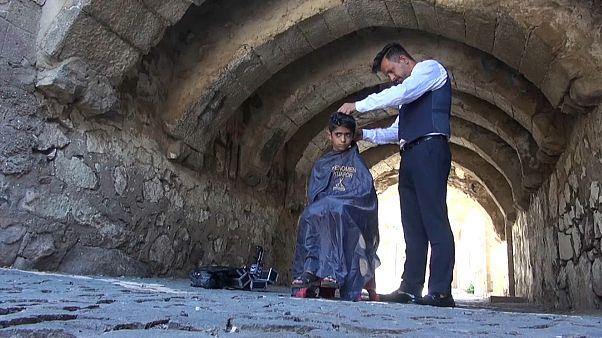 Urfalı berberden Kurban Bayramı öncesi çocuklara ücretsiz saç tıraşı